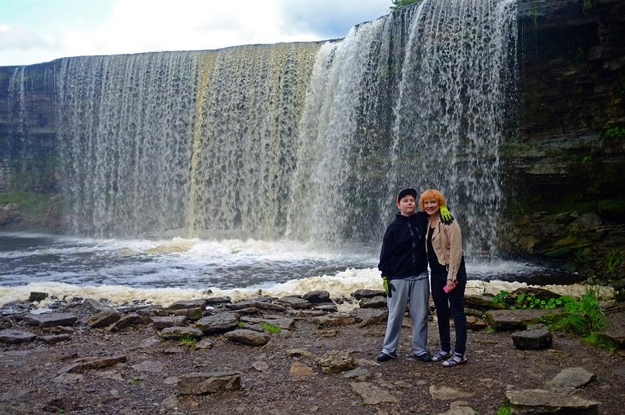 Pikku-Aa ja Jaana Jägalan vesiputouksella
